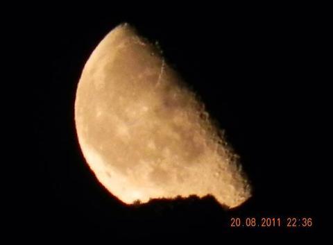 La luna sulla collina di Sapri