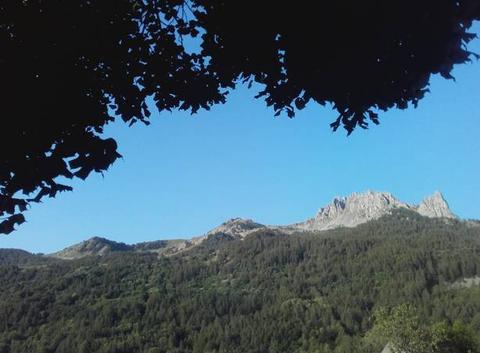 Las aiguilles de Chabrières ( 2403 m ) dans le lassif des Ecrins