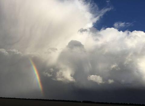 Magnifique ciel de traîne dans le Vexin