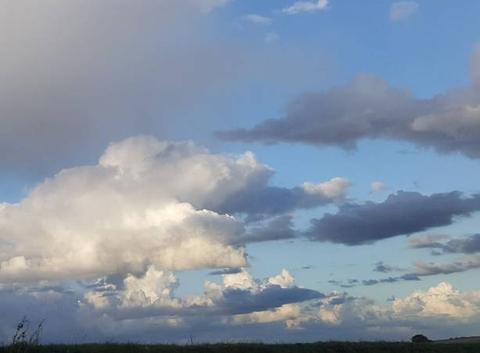 Sublime dégradé de nuages pluvieux