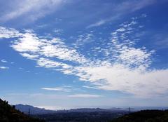 Nuages Marseille 13013 Venteux mais super soleil.