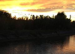 Ciel Cheval-Blanc 84460 Coucher de soleil sur le canal