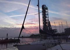 Nuages La Seyne-sur-Mer 83500 Lueur matinale sur ...voile