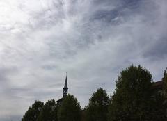 Ciel Romans-sur-Isere 26100 La tour Jacquemart dans les nuages hier à mi-journée