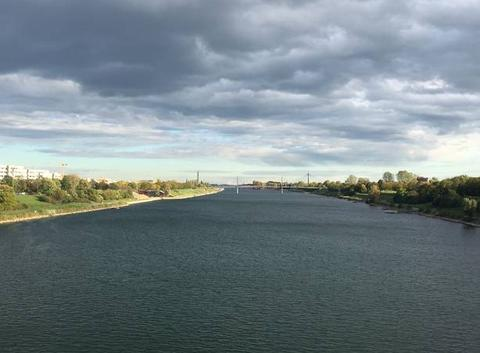 Le beau Danube... bleu.