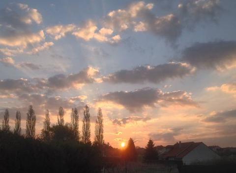 Lever du soleil sur St Privat ....rouquine...