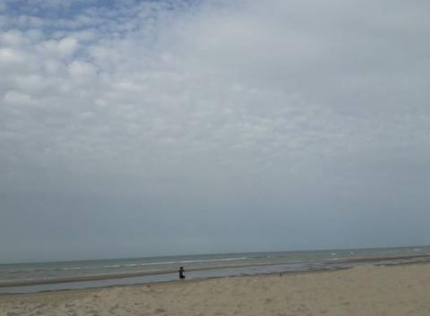 Seule sur le sable ...