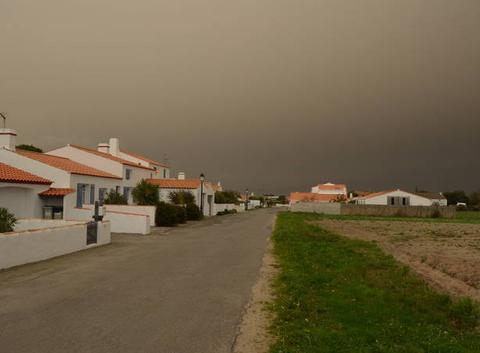 Nuage de sable et cendres a noirmoutier