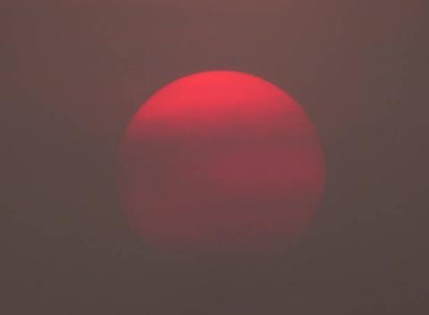 Coucher de soleil dans un ciel fortement voilé