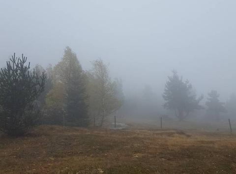 Mont dans la brume