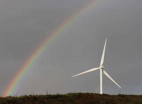 Arc en ciel et éolienne