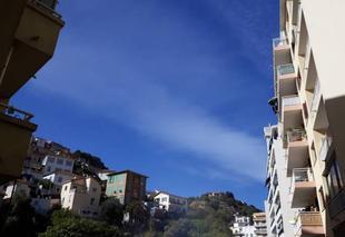 Ciel Nice 06000 Gros ciel bleu avec nuage voilé