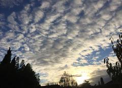 Ciel Mours-Saint-Eusebe 26540 Cirl moutonneux en début de soirée