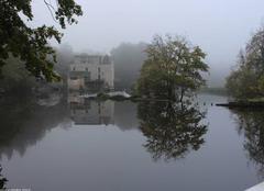 Brouillard Bourg-des-Comptes 35890 Le moulin de la Courbe dans la brume