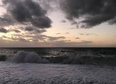 Ciel Fecamp 76400 Crépuscule houleux en bord de mer