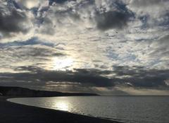 Ciel Fecamp 76400 Etretat, c'est au loin, tout au bout de la falaise
