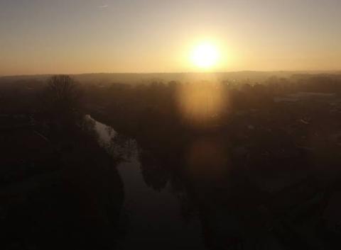 Levé de soleil sur le canal