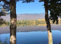 Insolite Divonne-les-Bains 01220 Comme un miroir