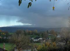 Nuages Saint-Maurice-Colombier 25260 Rayon de soleil avant la pluie