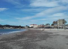 Nuages La Seyne-sur-Mer 83500 Arrière saison plage des Sablettes....