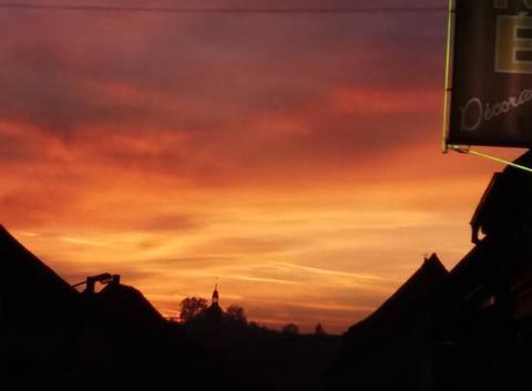 Le soleil se couche sur l'Alsace bossue.