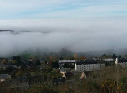 Mer de nuages sur château-chinon