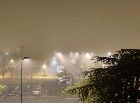 Brouillard épais de nuit