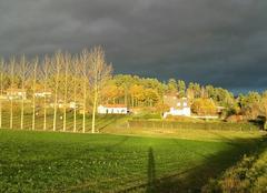 Nuages Saint-Flour 15100 Soleil et ciel très chargé  ..