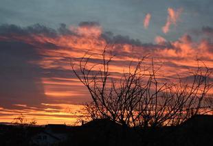 Ciel Clermont-Ferrand 63000 Nouveau ciel embrasé au lever du jour ce jeudi