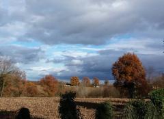 Nuages Messimy-sur-Saone 01480 Entre soleil et giboulées dans le val de saone . Belles couleurs d'automne