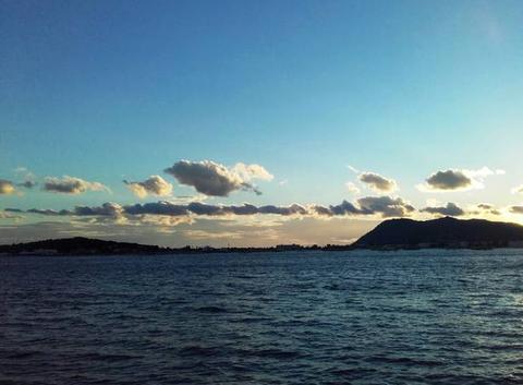 Crépuscule entre ciel et mer......