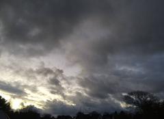 Ciel Plouha 22580 Ciel chargé, Plouha par une journée mi-pluie mi-soleil