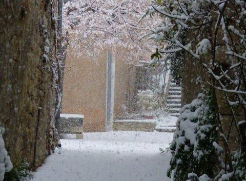 Neige dans le sud de la Drôme à Sainte euphémie sur Ouveze