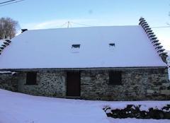 Insolite Campan 65710 Bergerie sous la neige à Campan-Lagalade.