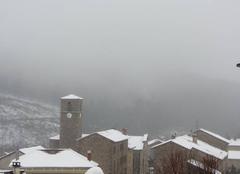 Neige La Chapelle-de-Mardore 69240 Il a un peu neigé cette nuit. Actuellement brouillard et température 3°