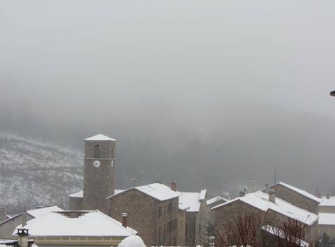 Il a un peu neigé cette nuit. Actuellement brouillard et température 3°