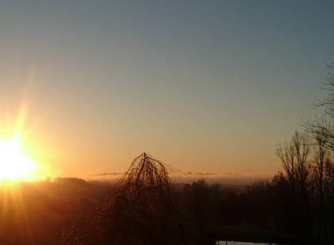 Brume au levé du soleil