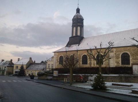 Le centre du bourg de Bazoches sur Hoene