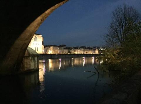 Nuit glaciale sur les quais d'Isère