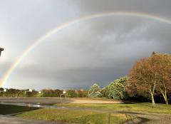 Ciel Ayguesvives 31450 Arc en ciel sur le complexe sportif