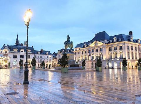 Orléans un jour de pluie