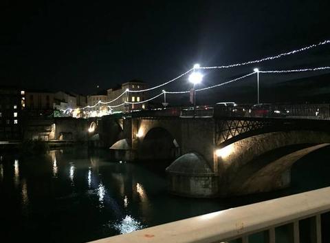 Le Pont Vieux de nuit sous la pluie