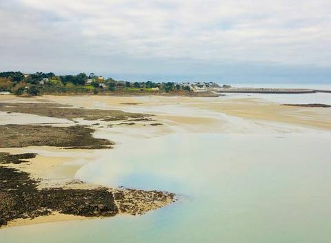 Étables sur Mer depuis la plage des Godelins Grandes marées