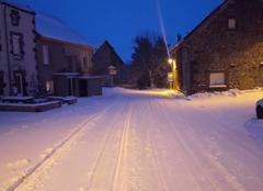 Neige Saint-Genes-Champanelle 63122 État des routes ce matin en montagne, vent et congères.