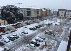 Neige Decines-Charpieu 69150 La neige tient au sol pour la 1ère fois depuis plusieurs années sur Lyon.