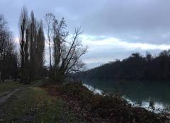 Nuages Romans-sur-Isere 26100 L'Isère sauvage au crépuscule, après la fonte de la neige