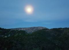 Insolite Luceram 06440 La lune  ce matin était bien protégée d un magnifique cercle