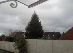 Pluie Saint-Amand-les-Eaux 59230 Température extérieure 11 degrés temps gris et venteux avec de nombreuses averses