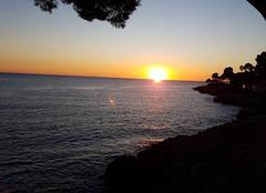Ciel Roquebrune-Cap-Martin 06190 Lever de soleil sur la mer