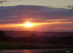 Ciel Charantonnay 38790 Molèze au soleil couchant